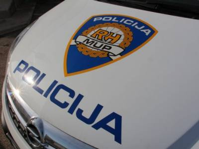 33-godišnjak po Vodicama vozio neregistrirani auto, a kad ga je zaustavila policija dragovoljno im izručio smotuljak sa 5,1 grama speed-a