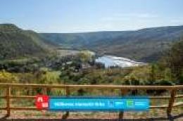 Uhvatite osebujnu ljetnu raskoš Krke pogledom s vidikovaca: manastir Krka