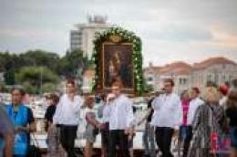 Uoči blagdana Gospe od Karmela: Procesija s Gospinom slikom kroz Vodice do svetišta na Okitu