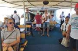 Više od 220 umirovljenika iz Vodica, Tribunja i Šibenika otišlo je na izlet u Kornate