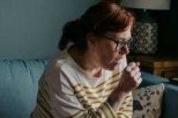 Novi simptomi bolesti Covid19: Proljev, začepljenje ili curenje nosa, mučnina
