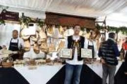 Kvaliteta prepoznata: Gospodarstvo Roca osvojilo dvije zlatne medalje na internacionalnom sajmu pršuta u Tinjanu