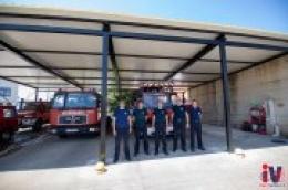 Vrijedni u doba korone: Bez ikakve naknade Karmelo Mrša i njegove radne kolege napravili nadstrešnicu za vatrogasna vozila