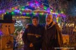 Tisuće lampica zasjalo i ove godine u vrtu Vlahovih na radost djece i odraslih