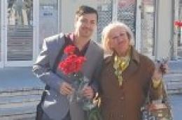 Povodom dana žena SDP grada Vodicasvoje je sugrađanke darivao cvijećem
