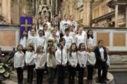 """Dječji zbor župe Našašća sv. Križa u Vodicama sudjelovao na manifestaciji: """"Djeca pjevaju Adventu"""" u Šibenskoj katedrali"""