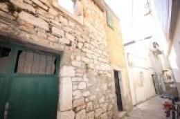Moreta nekretnine Vodice: Murter, kuća za adaptaciju u blizini mora