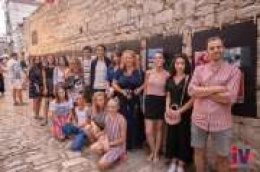 """Prekrasne fotografije krase ulicu Mirka Zore: Fotoradionicu """"Svijet u bojama"""" uspješno završilo 15 polaznika"""