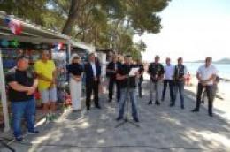 Na plaži Soline u Biogradu obilježena 28. godišnjica stradavanja petero ljudi pobijenih raketiranjem 1993. godine