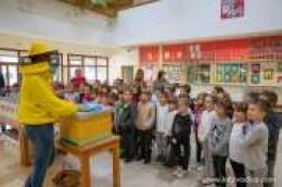 Školski medni dan - Prvašići na dar dobili teglicu Meda hrvatskih pčelinjaka i edukativnu slikovnicu