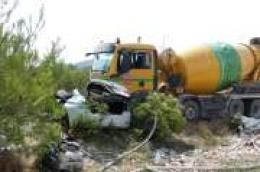 Jedna osoba smrtno stradala: Mikser smrskao automobil na semaforu na zaobilaznici