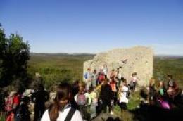 Upoznavanje s povijesnom baštinom: Izlet katoličkih skauta iz Vodica i Tribunja na Gradinu