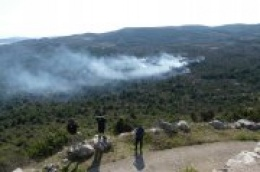 Planuo požar ispod Okita prema zaobilaznici: U gašenju se uključio kanader