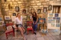 Vodice imaju mnogo kreativnih ljudi koji imaju što pokazati - dvije od njih su mlade samouke slikarice Doris i Bruna