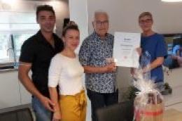 83-godišnjem Hansu Henneckeu uručena plaketa i poklon za dugogodišnju lojalnost destinaciji