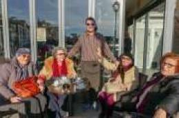 Četiri dame iz Splita svaku Novu godinu navrate u caffe Đir kod omiljenog konobara Miroslava Simića - Đuze