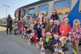 I ovu godinu najstariji vrtićani vozili su se božićnim vlakom, još da je bilo snijega….