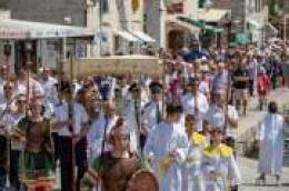Svetom misom i svečanom procesijom kroz mjesto proslavili smo blagdan Tijelova
