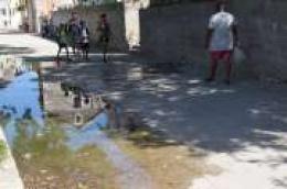 """Irena Kursar, predsjednica Eko udruge """"ŠEPURINA"""" upozorava na veliki problem s fekalnim vodama koji se izlijevaju na javnu površinu u Prvić Šepurini"""
