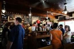 Od ovog petka u ponoć do Božića: Zatvaraju se kafići i restorani, u trgovinama pojačan nadzor nad brojem kupaca