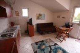 Vodice: Prodaje se manji apartman u blizini plaže