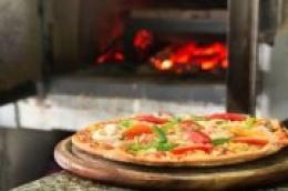 Konoba Makina dostavlja pizze iz krušne peći i jela iz svoje kuhinje na Vašu adresu za područje Vodica, Tribunja i Srime
