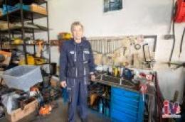 """Cijeli njegov život vrti se oko mehanike i motora. Kada nije u """"svojoj"""" garaži ovaj viceprvak sa stažom u Leću popravlja brodove i čita povijesne knjige o motorima"""