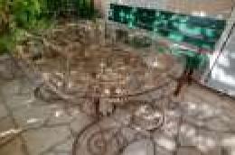 Djelo našeg samoukog mještanina: Unikatni stol od kovanog željeza u obliku vinove loze