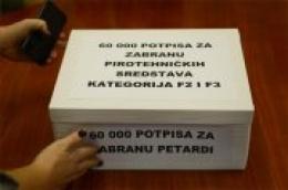 """""""Prijatelji životinja"""" ministru unutarnjih poslova predali 60 tisuća potpisa građana za zabranu petardi"""