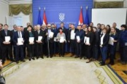 Potpisani ugovori: Iz Europskog socijalnog fonda za projekt Udruge Otok `Zaželi za otok Prvić´ osigurano 1.282.000 kuna
