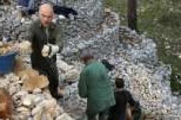 Naučite starinsku tehniku gradnje i obnove suhozida od iskusnih graditelja na Osmoj suhozidarskoj gradionici