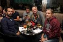 Poznati kvizaš, novinar i urednik Televizije Šibenik Drago Kudra proslavio rođendan na rekordno posjećenom Pub kvizu u Sunčanom