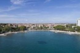Na Plavoj plaži u Vodicama preminuo 64-godišnji hrvatski državljanin