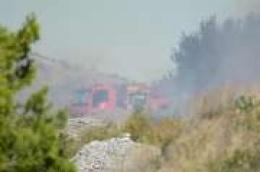 Ugašen požar u Zatonskoj ulici: Vatrogasci se dva sata borili s vatrom