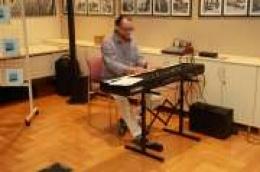 """Pijanist koji je surađivao je sa najvećim imenima u svijetu glazbe u vodičkoj knjižnici predstavio svoju knjigu """"Glazba kao lijek"""""""