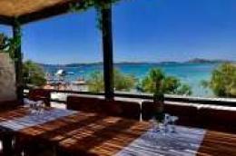 Restoran Vidikovac na Plavoj plaži Vodice: Prekrasan pogled i nezaboravan doživljaj za prave gurmane