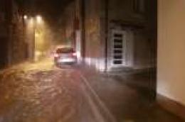 Područje Vodica, Zatona i Pirovca zahvatilo veliko kišno nevrijeme, u sat vremena palo više od 60 litara