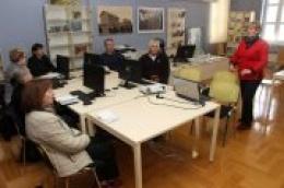 """Uskoro u Gradskoj knjižnici Vodice počinje novi ciklus radionice """"Informatike za starije"""""""