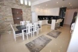 Prodaje se novi, luksuzni namješten stan u blizini centra Vodica