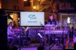 """Koncertom završio projekt """"Jadran bez plastike"""": Borna Šercar oduševio sviranjem na bocama, željeznim bačvama, felgama i amortizerima"""