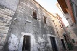 Prodaje se stara kamena kuća u centru Vodica, potrebna adaptacija