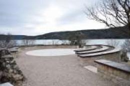 Završeno uređenje okoliša posjetiteljskog objekta na Stinicama