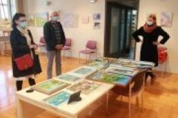 U Gradskoj knjižnici Vodice: Posjetite izložbu Josipe Španje i uvjerite se kako se i peglom može slikati