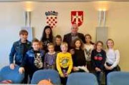 Osnovnoškolci otoka Prvića i Zlarina posjetili župana Pauka