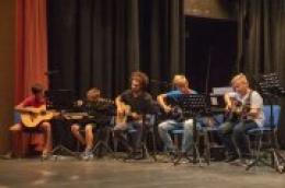 Počeli upisi za redovni tečaj gitare, bass gitare, synthesizera i mandoline.