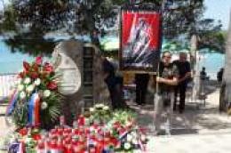 Obitelji poginulih svečano otkrile spomen obilježje na plaži Soline