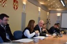 Potpisani ugovori u Županiji: Gradu Vodice 150 tisuća kuna za drugu fazu sanacije Kekinog žala u Prvić Luci