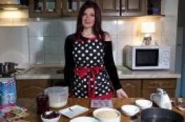 Irenina kuhinja: Kako pripremiti sočan i osvježavajući voćni kolač idealan za poslijepodnevni desert
