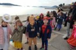 Male poklade: Vrtićanci u kostimima zajedno sa svojim tetama prodefilirali Vodicama