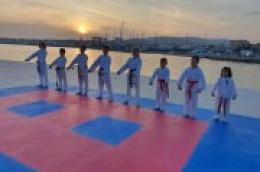 Zamijenili dvoranu plažom: Mlade nade vodičkog Karate kluba Okit marljivo treniraju i vježbaju na otvorenom